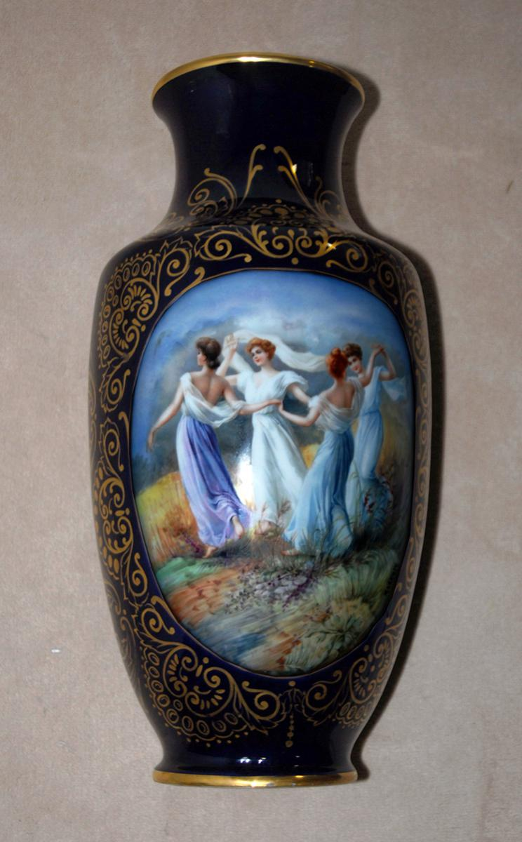grand vase limoges bleu de four objets d coration vases en porcelaine. Black Bedroom Furniture Sets. Home Design Ideas