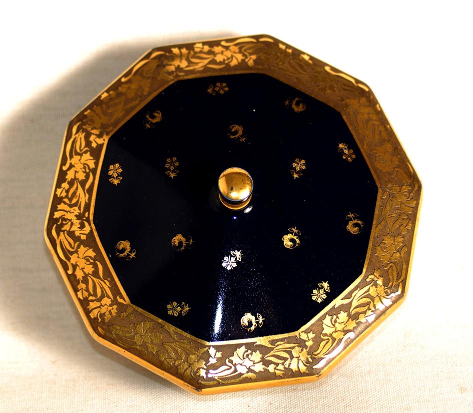 Bonbonnière En Porcelaine De Limoges, Porcelaine  Tharaud, décor Marcel chaufriasse. bleu de four et incrustation or.-photo-4