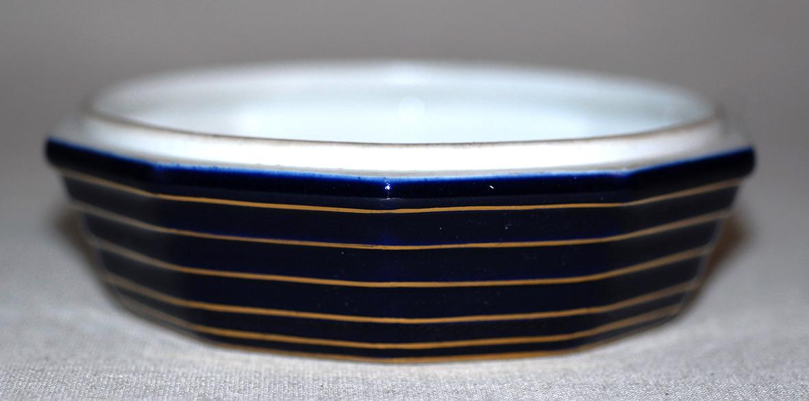 Bonbonnière En Porcelaine De Limoges, Porcelaine  Tharaud, décor Marcel chaufriasse. bleu de four et incrustation or.-photo-2