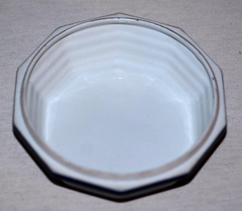 Bonbonnière En Porcelaine De Limoges, Porcelaine  Tharaud, décor Marcel chaufriasse. bleu de four et incrustation or.-photo-3