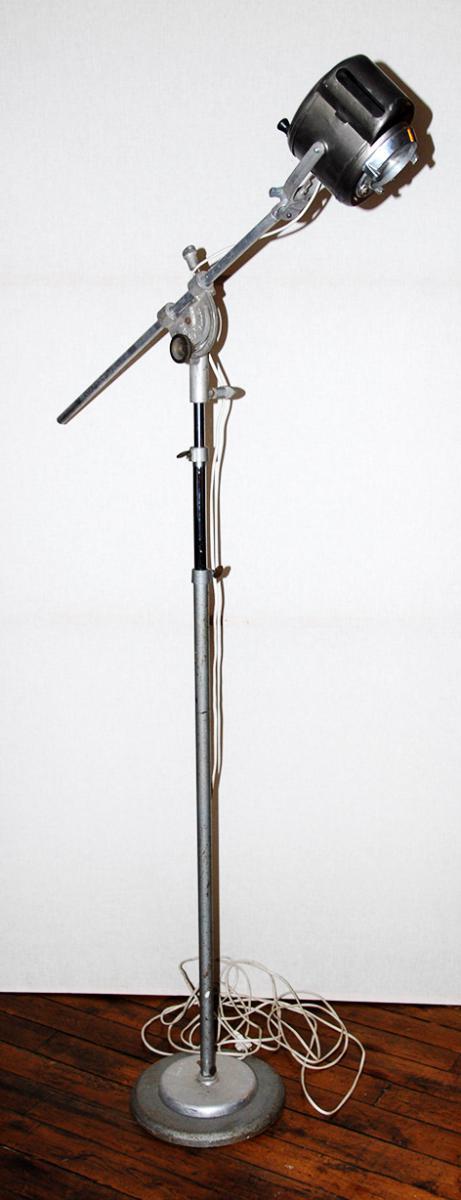 projecteur cremer sur pied girafe meubles de m tier. Black Bedroom Furniture Sets. Home Design Ideas