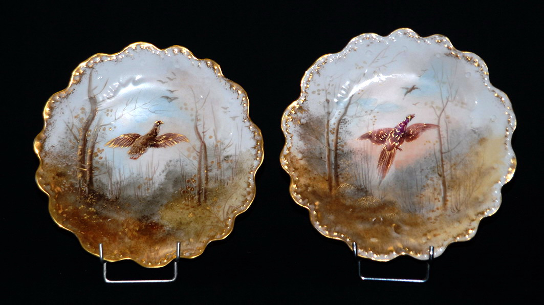 Paire d'Assiettes En Porcelaine De Limoges , Peintes Main.