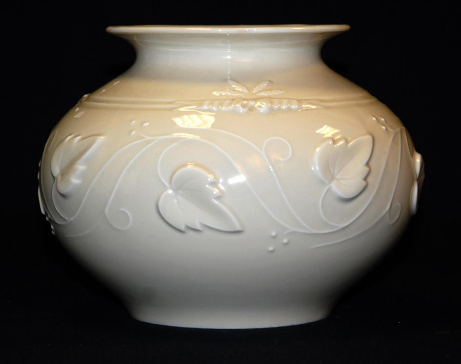 Vase Boule En Porcelaine De Limoges, Haviland.