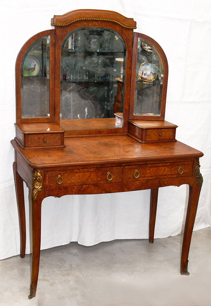 Louis XV Style Dresser In Loupe Of Amboine.