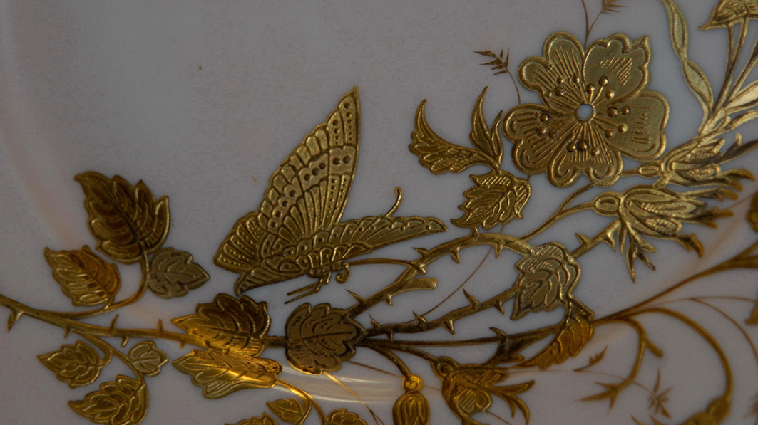 Assiette Décorative en Porcelaine De Limoges Art Nouveau , Decor Peint Main à La Pâte d'Or-photo-1