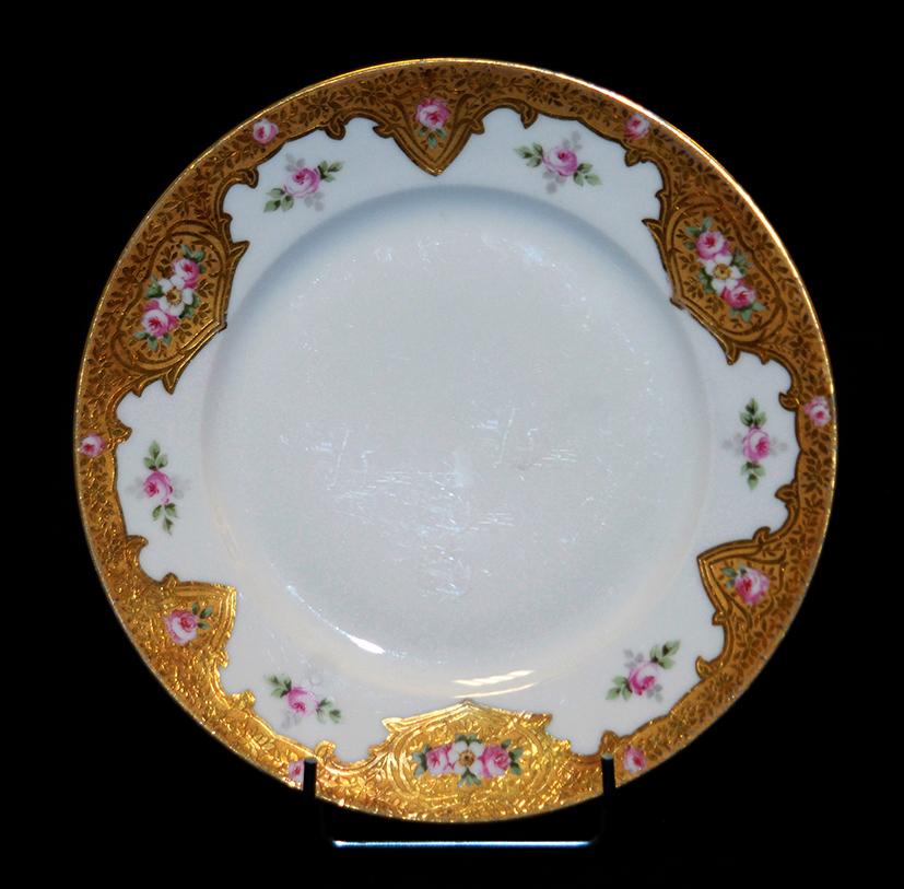 Assiette En Porcelaine De Limoges Décor Peint Main, Et Pâte d'Or.