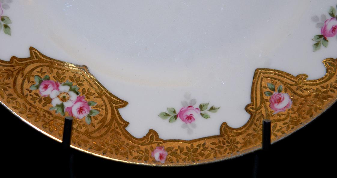 Assiette En Porcelaine De Limoges Décor Peint Main, Et Pâte d'Or.-photo-1