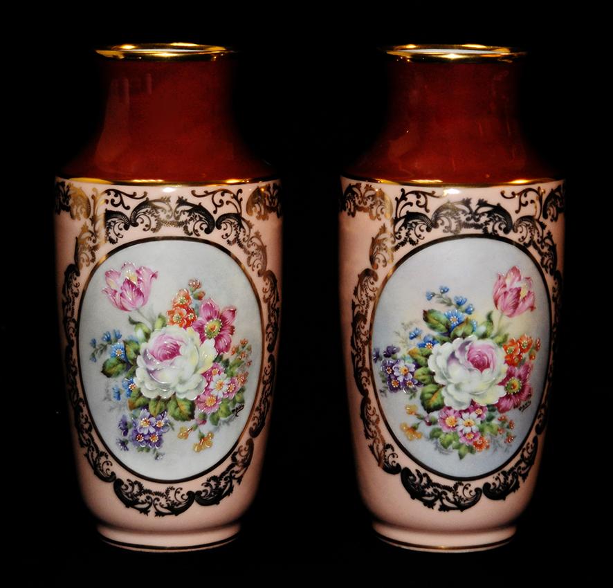 Vase en porcelaine de Limoges peint main, bouquet de fleurs.