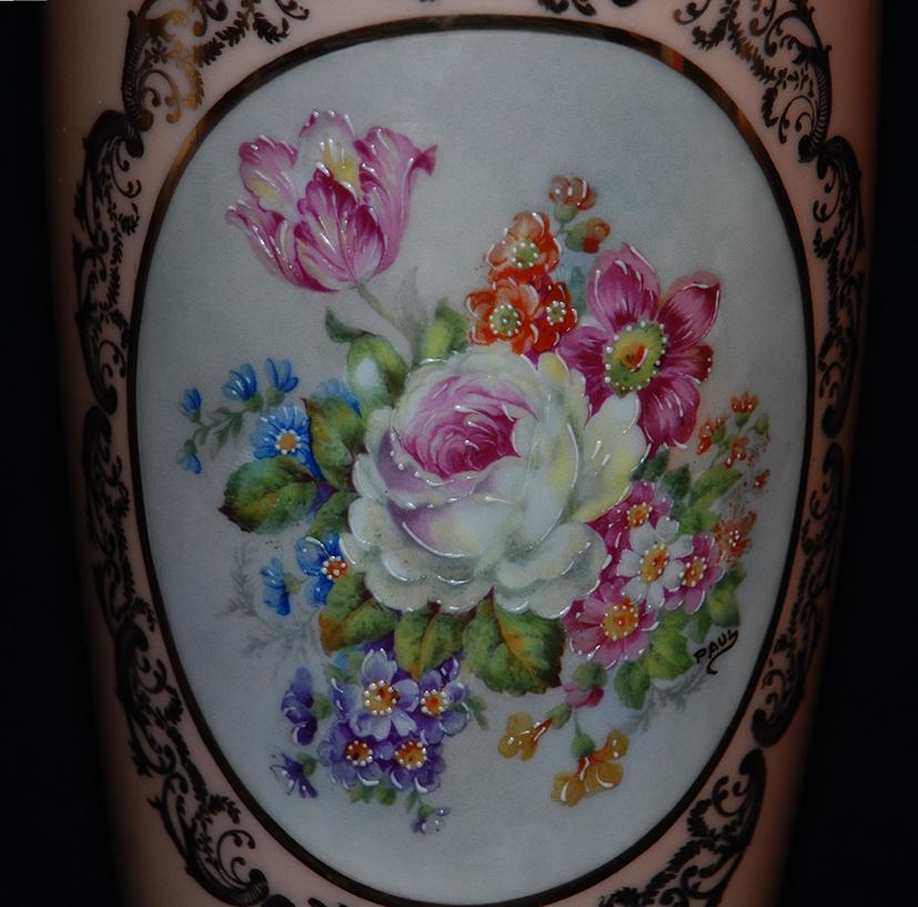 Vase en porcelaine de Limoges peint main, bouquet de fleurs.-photo-3