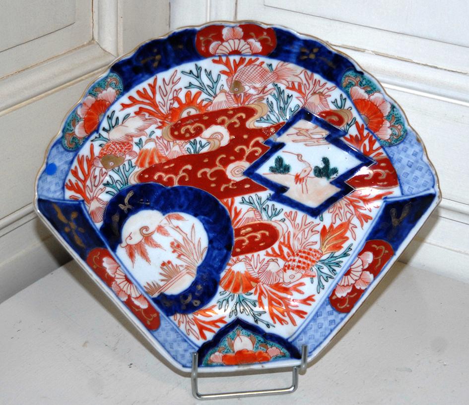 Plat en  Porcelaine Imari de  forme éventail, Japon, XIXème