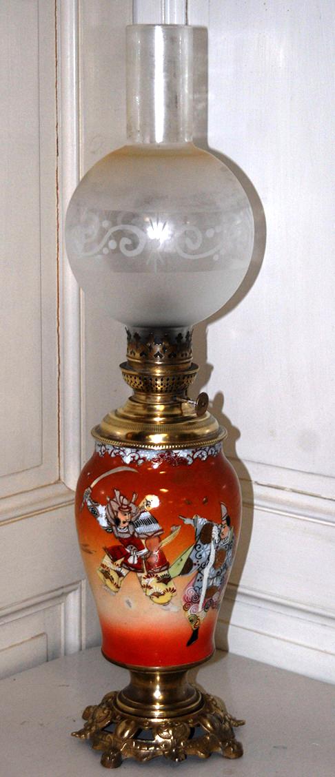 Vase En Porcelaine Satsuma Monté En Lampe à Pétrole, période meiji. Japon.