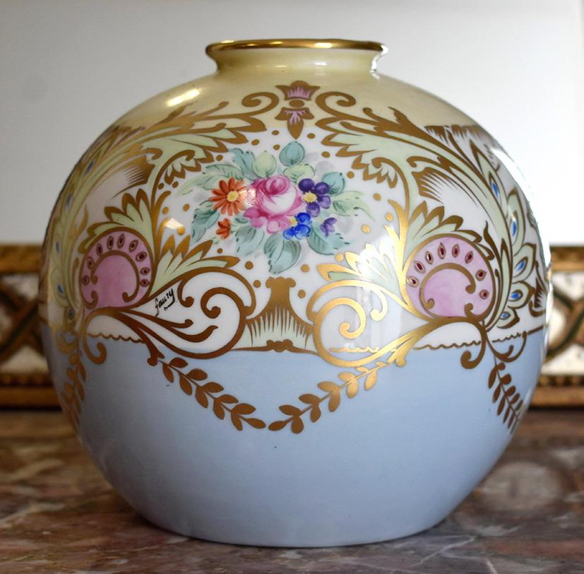 Vase Boule En Porcelaine De Limoges, Période 1947, Décoré Main.