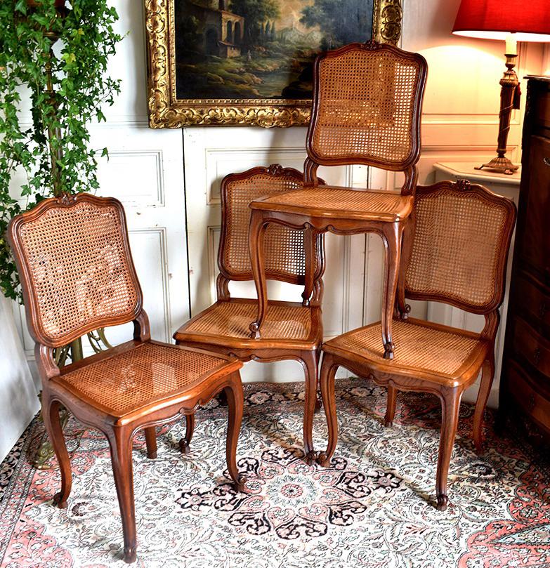 Suite De Quatre Chaises De Style Louis XV .
