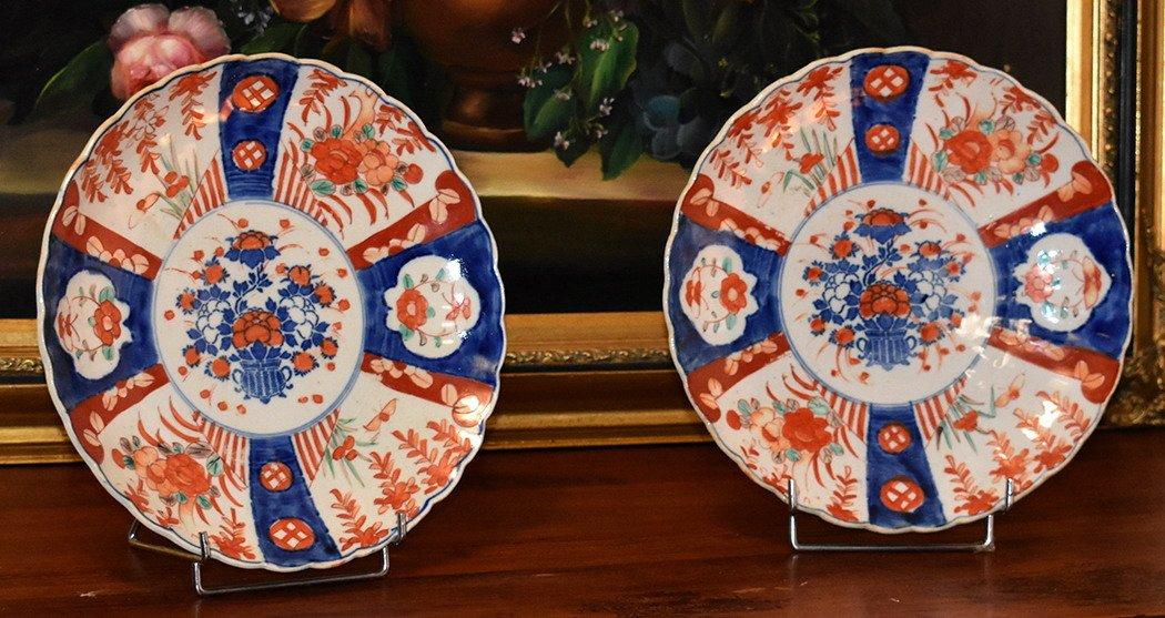 Paire De Plats Décoratifs En Porcelaine Imari, Japon , XIX ème.