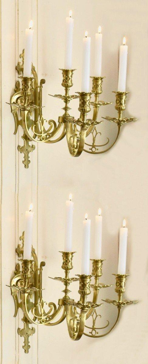 Grande Paire d'Appliques à Cinq Bras De Lumière en Bronze Doré, éclairage Bougie, style Néo - Renaissance.