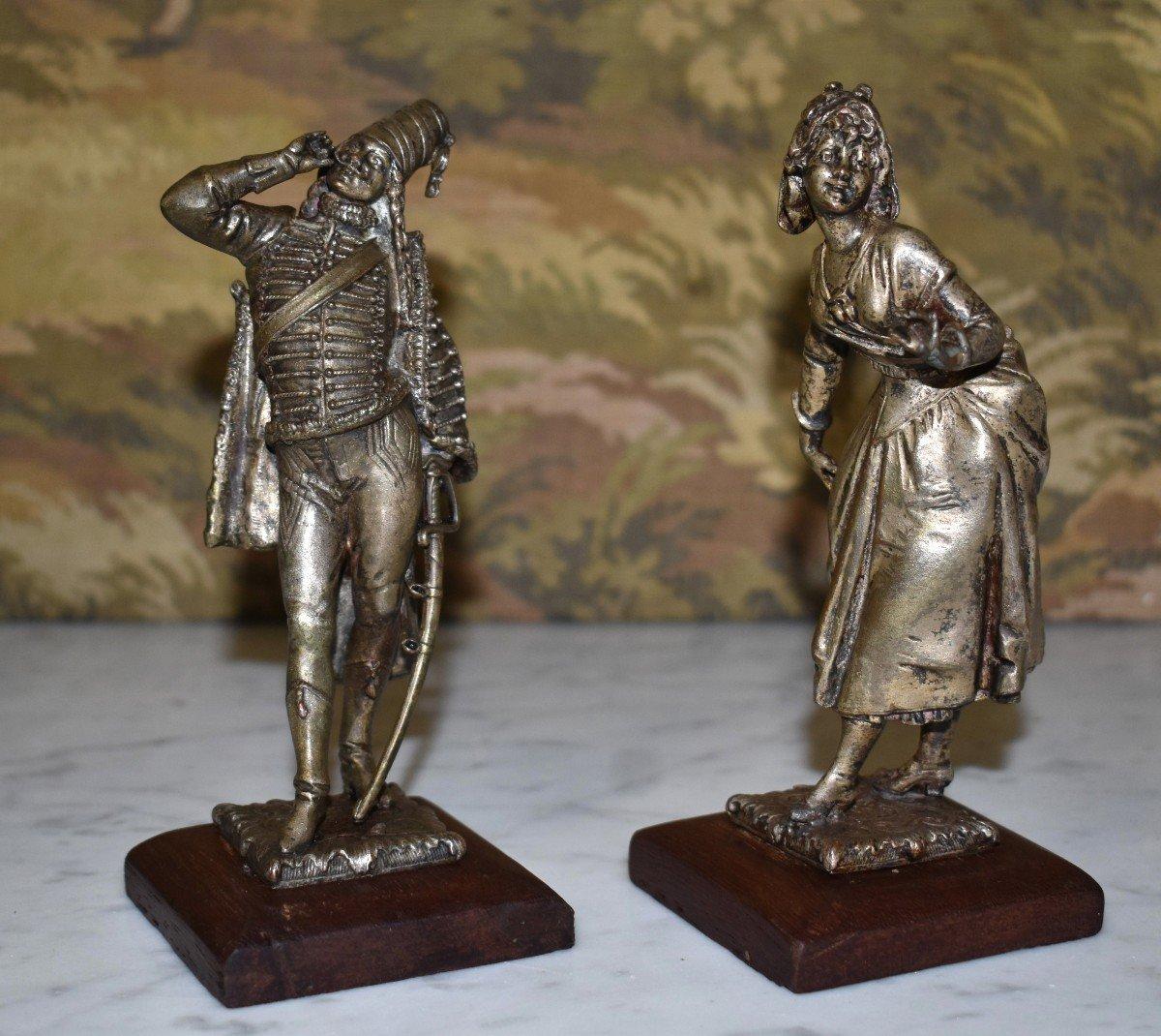 Paire De Statuettes , Sujet Militaire, Hussard  et  Jeune Fille,  Soldat en costume militaire, Premier Empire, Napoléon.