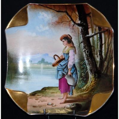 Assiette Porcelaine De Limoges Peinte Main. Décor Jeune Paysanne Au Panier.