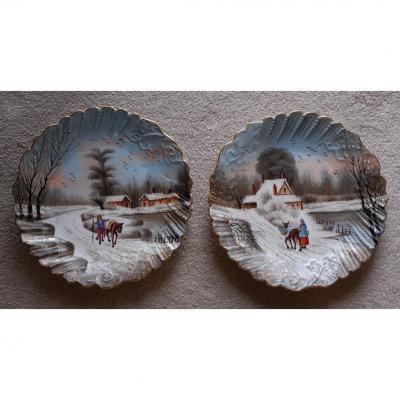 Paire d'assiettes En Porcelaine De Limoges, Décor De Neige Et Personnage, Peint Main.