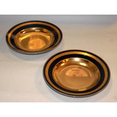 Paire d'assiettes en porcelaine de limoges, bleu de four et incrustation or.