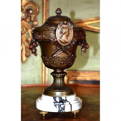 Hyppolyte, François  Moreau . Pot Couvert, cassolette,  Coupe Sur Pied Napoleon III.  XIXème.
