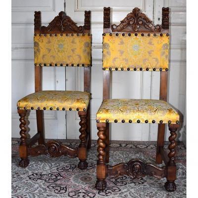 Paire De Chaises De Style Renaissance .