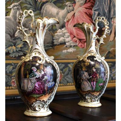 Paire d'Aiguières En Porcelaine De Limoges Décor Renaissance, Peint Entièrement à La Main.