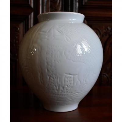 Jean Dufy ( 1888-1964 )  Manufacture Haviland Limoges , Vase Aux Chevaux En Porcelaine Blanche.