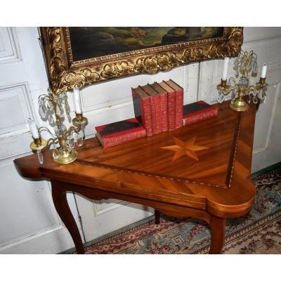 Table à Jeux Louis XV En Marqueterie, Plateau Triangulaire Formant Encoignure, XVIIIème. Jeu De l'hombre, brelan , tri.