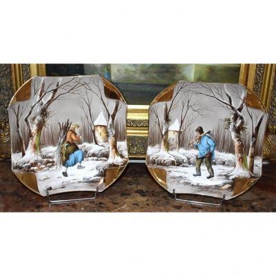 Paire De grands Plats Décoratifs, Paysage De Neige Animé  à La Campagne. Paysan et paysanne. peinture sur porcelaine.