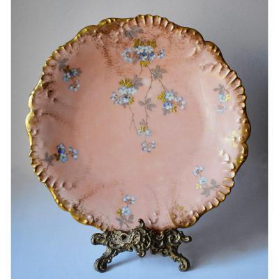 Laviolette  (1896), Assiette Murale Décorative,  Plat en Porcelaine De Limoges, Décor Floral Peint Main réhaussé pâte d'or sur fond rose.