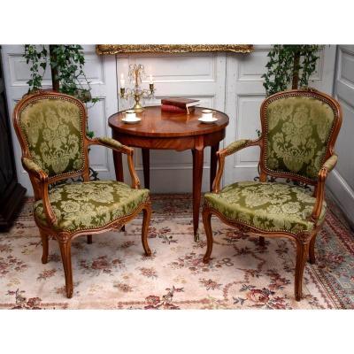 Paire De Fauteuils Cabriolets De Style Louis XV. Tissu satin vert amande.