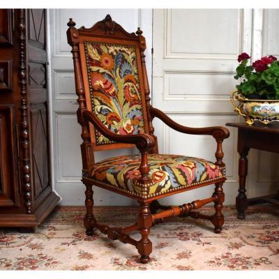 Grand Fauteuil d'Apparat En Noyer, Important siège Néo -  Renaissance, Garniture Aux Petits Points, XIXème.