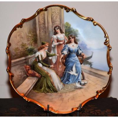 Assiette De Collection  En Porcelaine Décorative De Limoges, Période 1929. décor aux trois grâces. Plat décoratif décor à l'Antique.