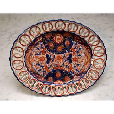 Grand Plat Ovale En Porcelaine Imari  Au  Pourtour  Ajourée.