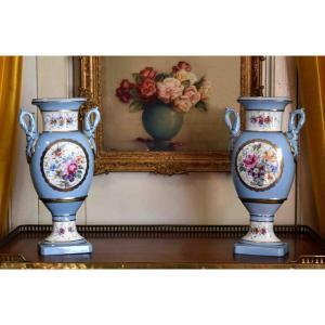 Paire De Vases En Porcelaine De Limoges Dans Le Goût De Sèvres  Style Restauration , Fin XIXe.