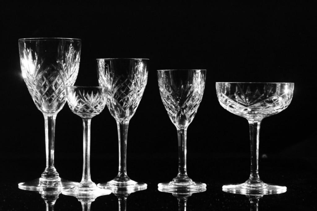 service de verres en cristal grav de saint louis modele chantilly flutes coupes gobelets. Black Bedroom Furniture Sets. Home Design Ideas