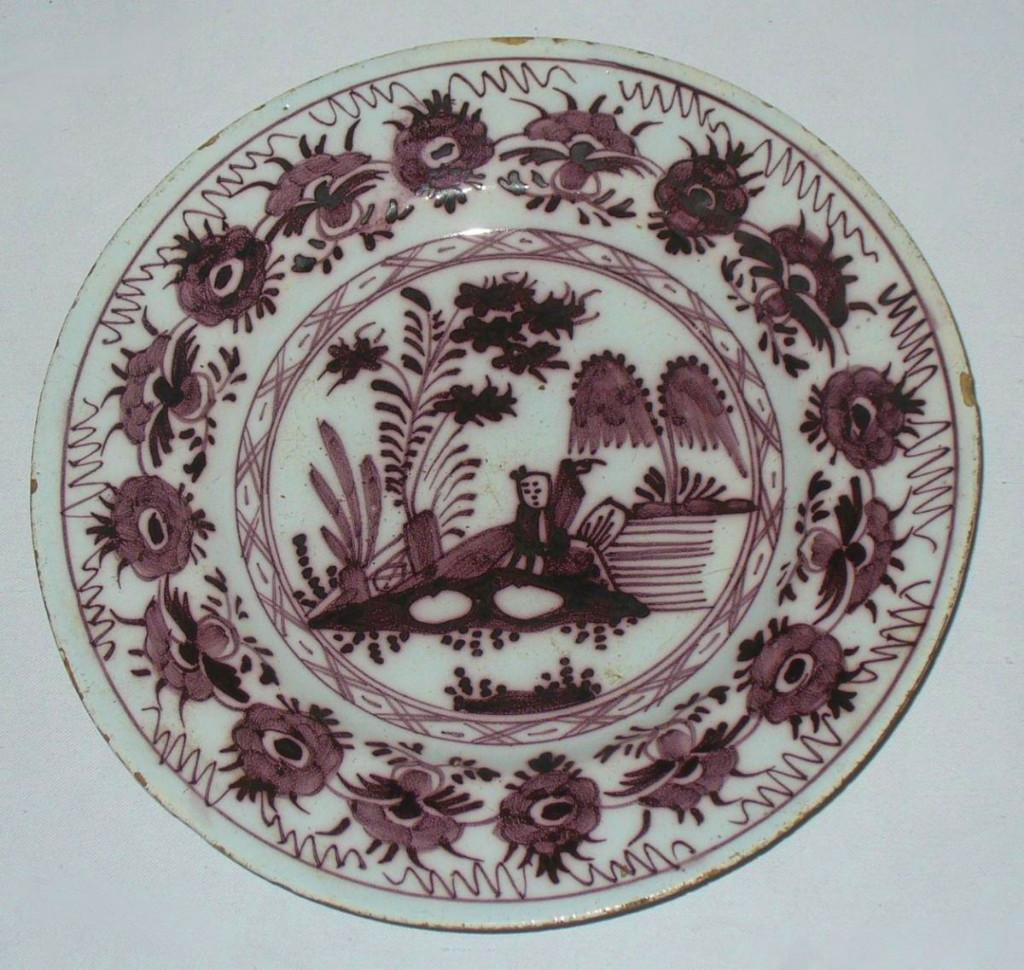 Assiette En Faience De Saint Omer Nord , Epoque XVIIIe Siecle Manganèse , Décor au chinois