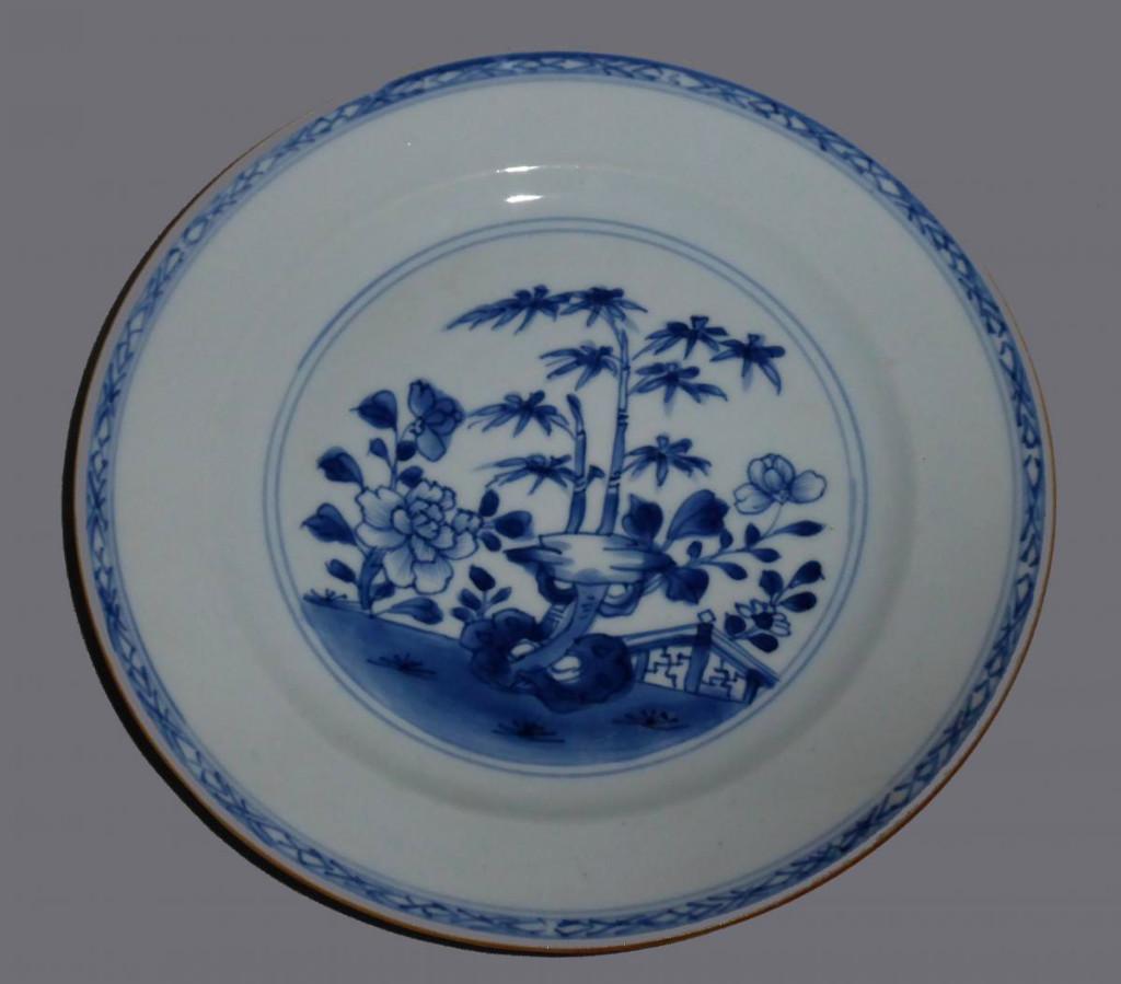 Assiette XVIIIe Siecle ; Porcelaine De Chine , Camaieu De Bleu , Asie Décor De Bambous Barriere