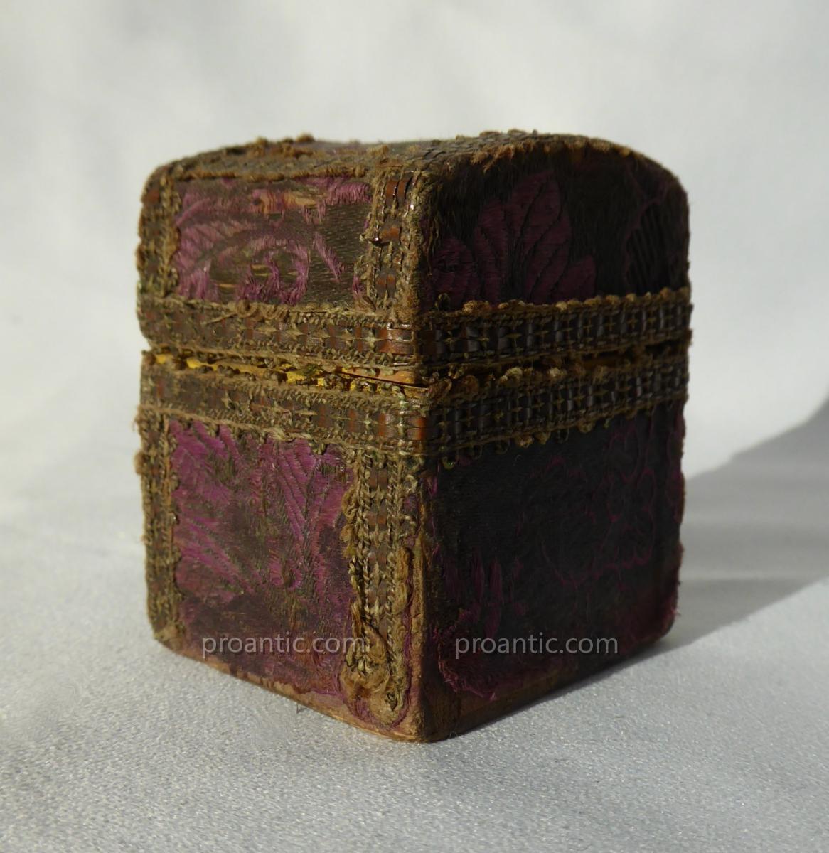 écrin / Boite à Bijoux époque XVIIIe Siecle , 1770 , Soie , Coffret En Bois