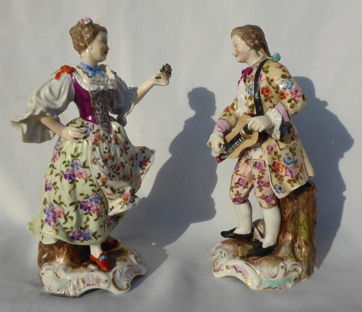 Paire De Sujets En Porcelaine Allemande De Volkstedt , Style Meissen , Couple Galants , XIXe