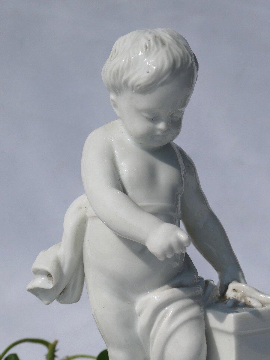 Sujet En Porcelaine Allemande , Putto Enfant d'Apres Falconnet , Le Feu XIXe Style XVIIIe -photo-3