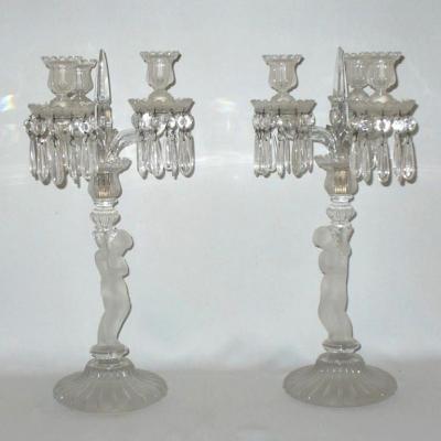 Paire De Chandeliers / Candelabres En Cristal Poli Depoli De Baccarat, Puttis Angletos XIXe