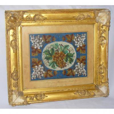 Cadre En Broderie De Perles époque Charles X , Encadrement En Bois & Stuc Doré , Art Populaire