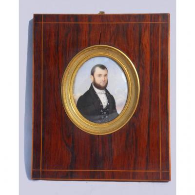 Grande Miniature Peinte Sur Ivoire , Portrait De Jeune Homme Vers 1830 , Cadre Palissandre XIXe