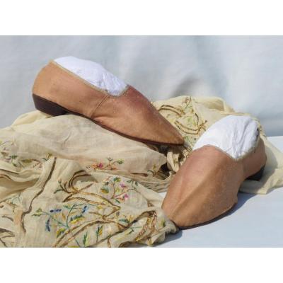 Paire De Souliers / Chaussures d'époque Louis XVI En Soie Rose  XVIIIe Costume Marie Antoinette