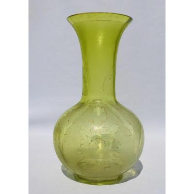 Grand Vase En Cristal Dégagé à l'Acide , Saint Louis 1900 , Art Nouveau Vert Absinthe XIXe