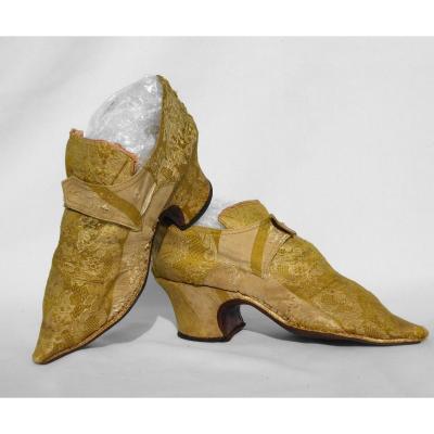Paire De Souliers / Chaussures Epoque Regence XVIIIe , Soie Brochée Or 1715 , Mode Costume