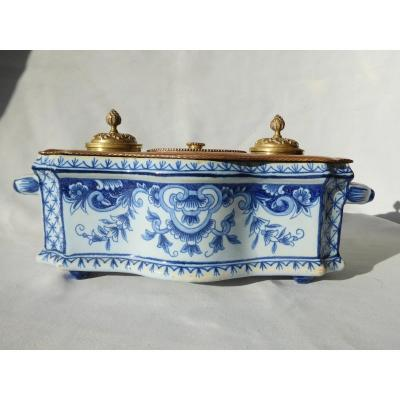 Encrier De Bureau En Faience De Delft XIXe Bronze Doré , Camaieu De Bleu Style XVIIIe