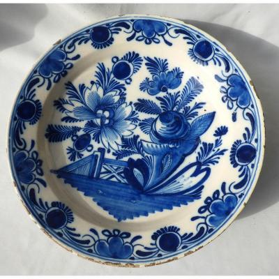 Grand Plat En Faience De Delft XVIIIe Siecle , Camaieu De Bleu , Chinoisant , Barriere Fleurs