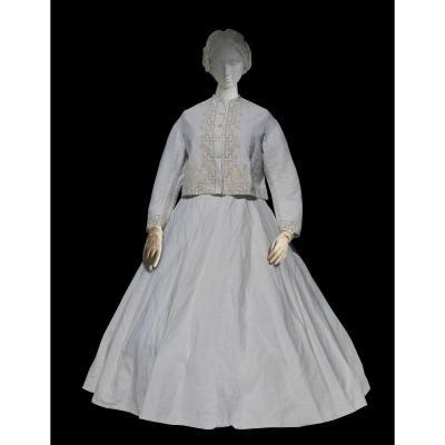 Robe De Bords De Mer Epoque Napoléon III Crinoline Paletot A La Zouave Costume XIXe été 1860